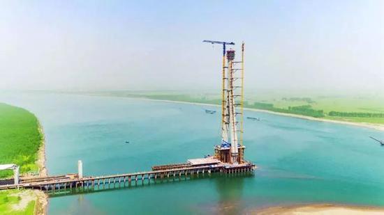 项目进度:南岸主塔封顶,大桥预计2019年上半年通车