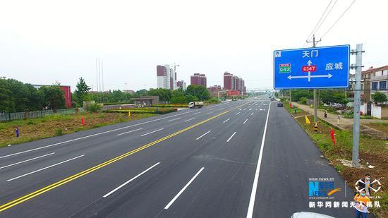 347国道应城绕城段与世纪大道路口。新华网发