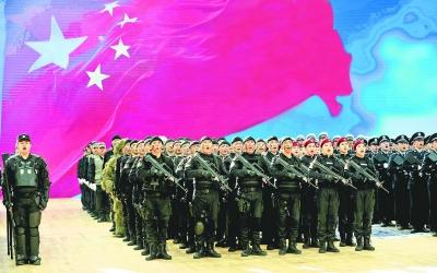 """3月12日,武汉市公安局举行""""忠诚保大庆 强警护军运""""大练兵警训活动。"""