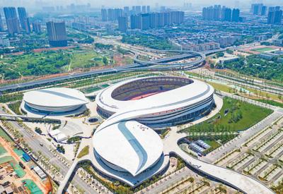武汉市五环体育中心,将举办军运会足球、乒乓球和游泳(水上救生)3项赛事。 徐一帆 摄