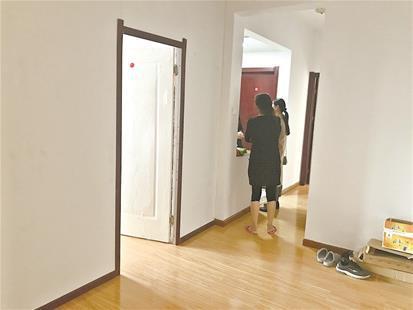 客厅被隔出单间主卧租客想退房 中介:隔客厅不违约