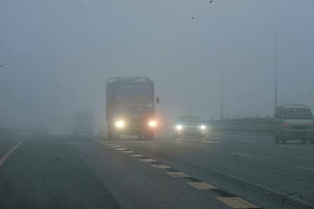 湖北大部现能见度小于500米大雾 多条高速临时关闭