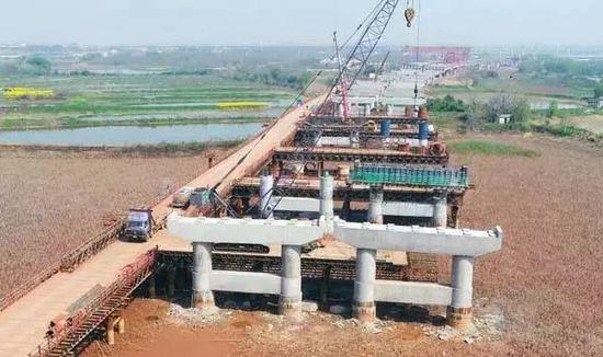项目进度:全线路基工程完成67.6%,计划于2020年8月份全线建成通车