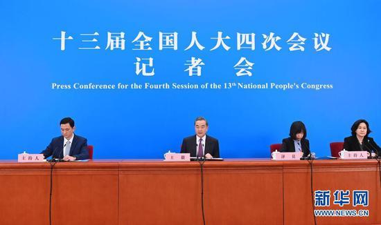 3月7日,十三届全国人大四次会议在北京人民大会堂举行视频记者会,国务委员兼外交部长王毅就中国外交政策和对外关系回答中外记者提问。新华社记者 金良快 摄