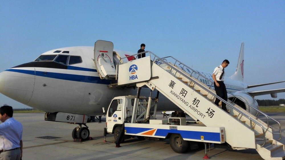 襄阳机场一乘客手机现烧焦迹象 为保安全放弃手机