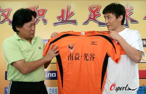 李玮峰加盟武汉。