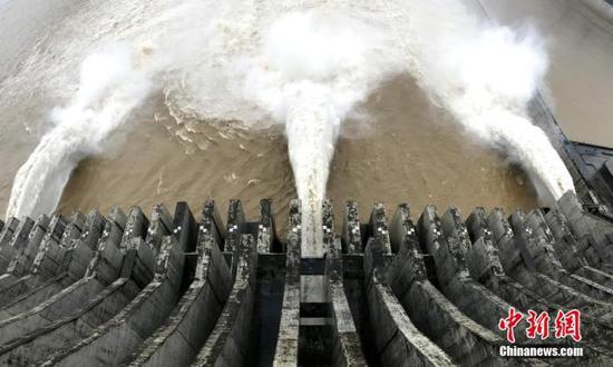 7月2日14时,三峡下泄流量35600立方米每秒。 董晓斌 摄