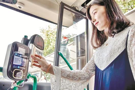 武汉公交客运量逆势增长 450万用户领取电子公交卡