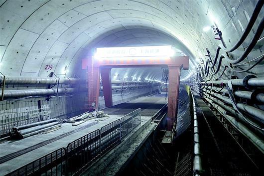 揭秘武汉万里长江公铁第一隧江底掘进遇到了什么