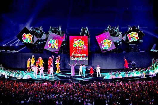 """图为:9月2日,第18届亚运会闭幕式在印度尼西亚雅加达举行。这是闭幕式上的""""杭州时间""""文艺演出 新华社发"""