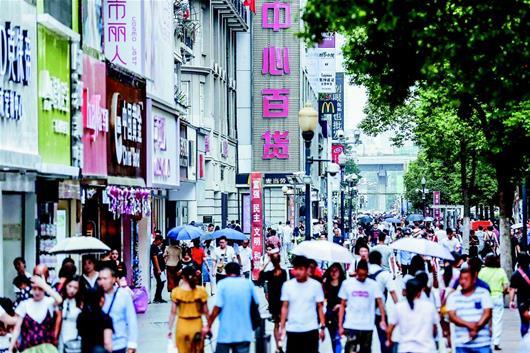 中国最长的步行街开街18年 江汉路步行街今迎成人礼