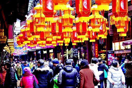 图为:火热的春节旅游