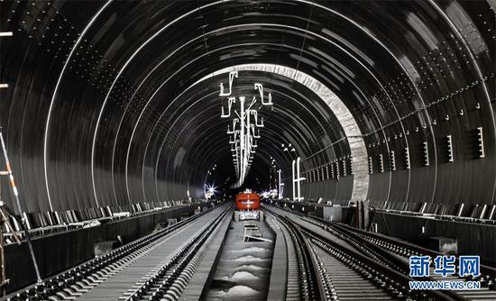 图为郑万高铁神农架段隧道。新华网发 喻杰 摄