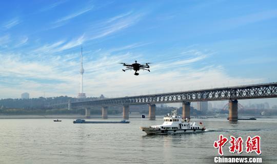 图为,长江海事部门展开立体巡航 廖磊 摄
