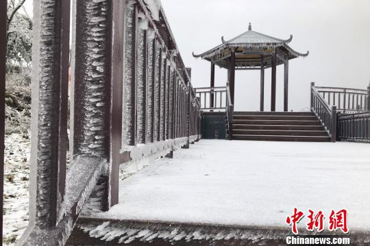 """""""春雪""""将五峰土家族自治县牛庄乡覆盖。 詹光华 摄"""