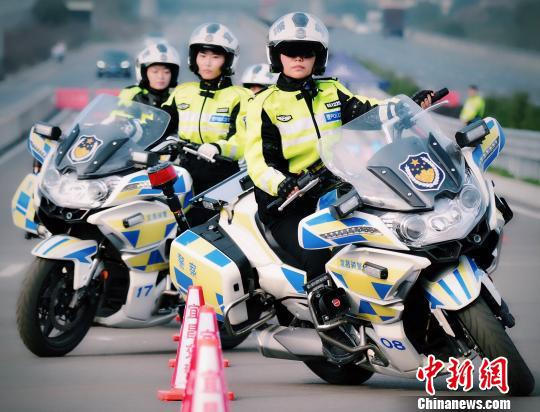 女警中队骑警小组英姿飒爽 宜昌交警供图