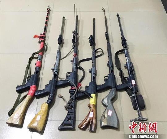 警方收缴的部分枪支 欧阳智慧 摄