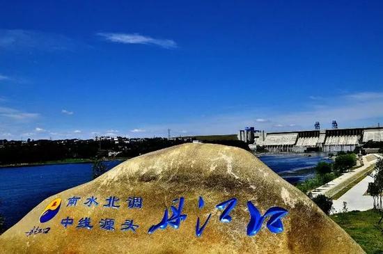 """南水北调中线工程源头位于湖北十堰丹江口,有""""中国水都""""之称。"""