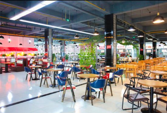 新学期多所高校食堂升级改造 武汉学院食堂现空中花园