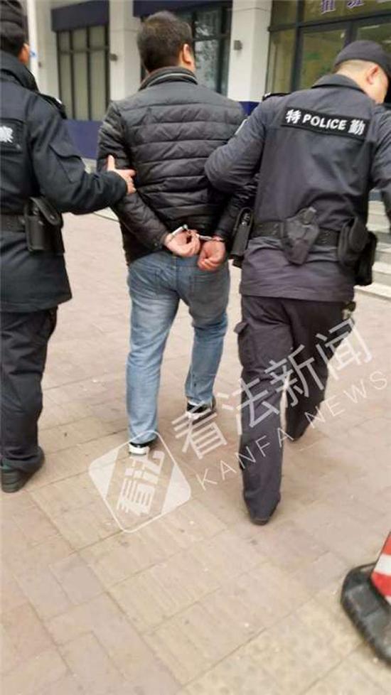 警方抓获一名嫌疑人。 看法新闻 图