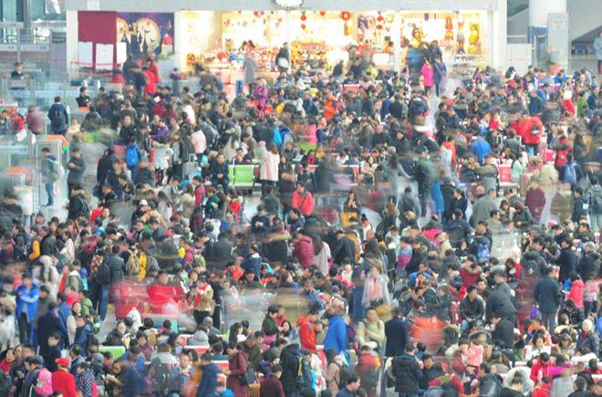 春节长假最后一天 湖北公铁发送旅客迎来最高峰