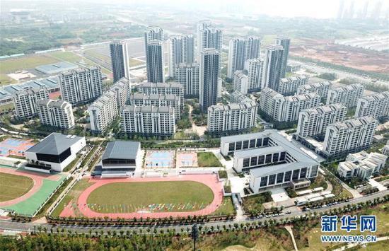▲这是2019年7月10日拍摄的军运会运动员村(无人机拍摄)。新华社记者 程敏 摄