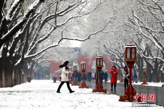 资料图:北方迎来降雪。中新社记者 富田 摄