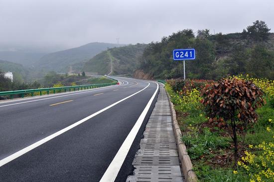 南水北调水源地环丹江口水库鄂豫两省丹陶公路正式通车