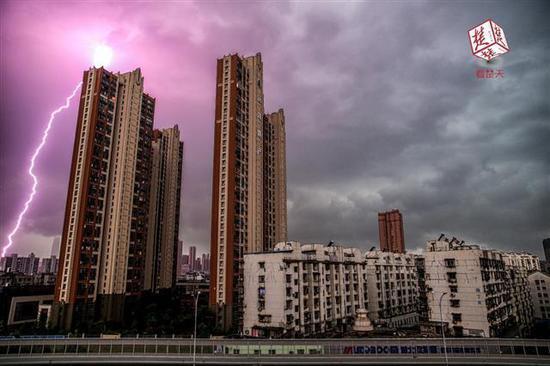 楚天都市报通讯员 王孙致远 摄于汉口姑嫂树路