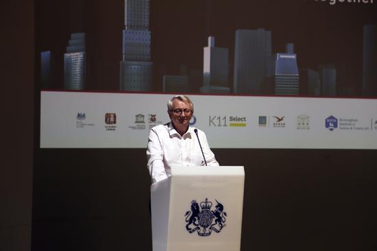英国驻武汉副总领事华熳廷先生介绍英国武汉设计月活动。