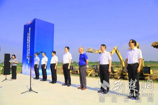 武汉市招商引资暨重大项目七月集中开工活动现场。