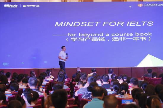 新东方教育科技集团国外考试推广管理中心主任刘烁炀先生