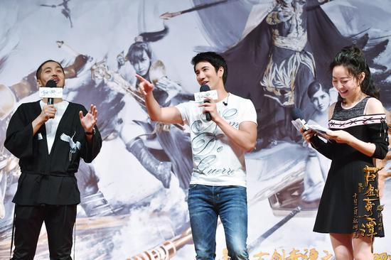 《古剑奇谭之流月昭明》武汉见面会 王力宏向学生传递人生经验