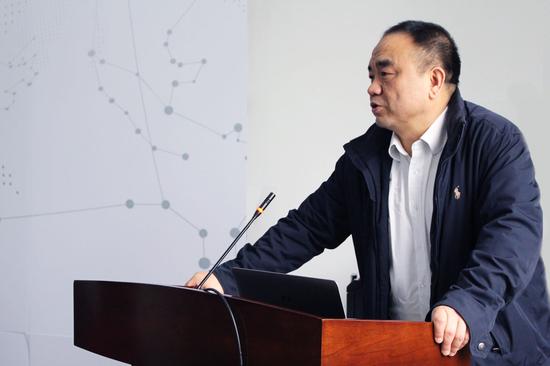 武汉大学测绘学院副院长闫利发言