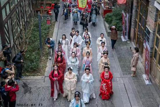 武汉园博园举办的汉服活动(历史图片)