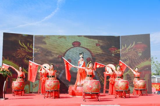 2万游客现场打卡 沔阳小镇首开区一期开街人气爆棚