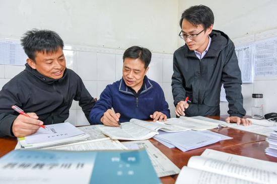 """在武汉最偏远的高中三代师生成同事 甘做乡村教育""""守望者"""""""