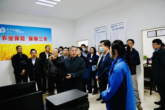 袁纯清率调研组莅临沙洋县 开展水稻完全成本保险工作调研