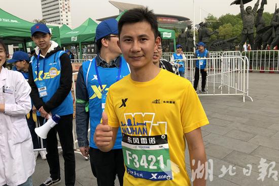 图为健康跑冠军沈磊