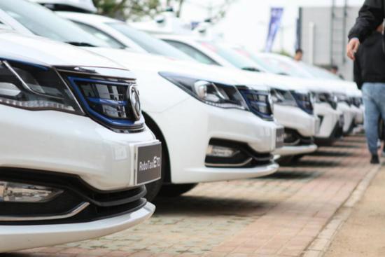 东风RoboTaxi自动驾驶出租车亮相东风公司智慧汽车成果展
