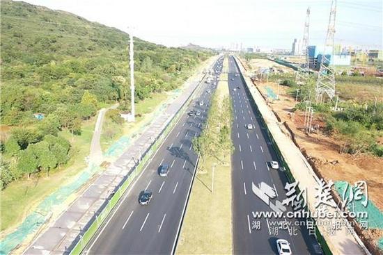 高新大道改造工程主线双向八车道。通讯员供图