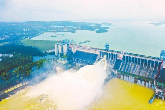 湖北丹江口水库蓄水首次达到设计水位170米