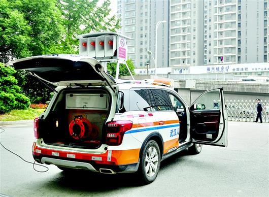 图为:车载警报器试鸣 楚天都市报记者刘中灿摄