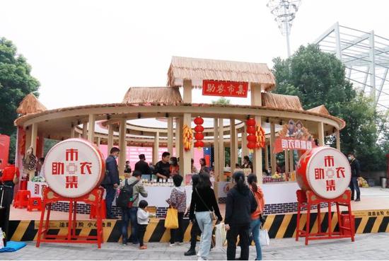 """武昌区举办""""消费扶贫月""""汉街市集活动"""