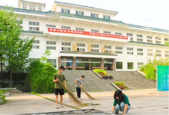 武汉生物工程学院公益劳动:毕业生最后一堂课