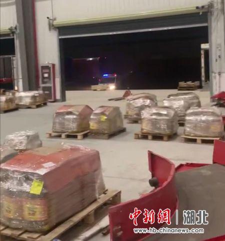 图说:警方追回的三元催化器 李陈璨 摄
