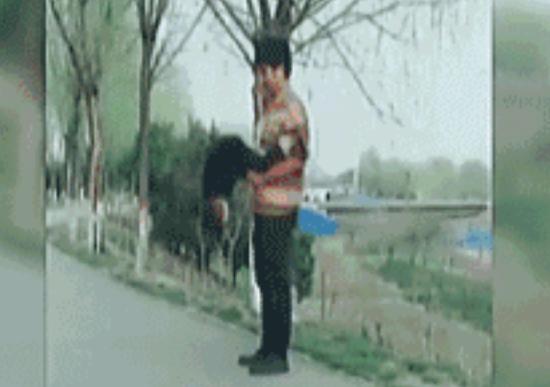 武汉爸爸学抖音挑战高难度 失手致宝宝脊髓严重受损