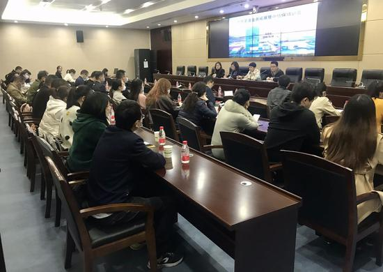 武汉东西湖区成功举办外贸渠道业务拓展暨出口信用保险培训交流会