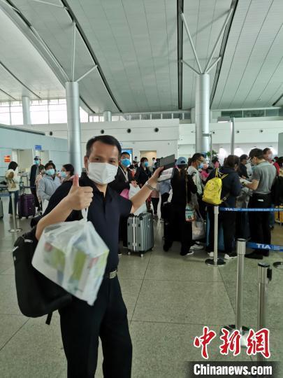 东航包机赴越南胡志明市接131位湖北籍旅客直飞武汉 东方航空供图 摄