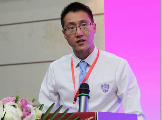 清华大学体育部代表张阳